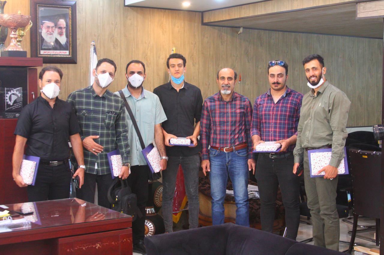 مراسم تجلیل از ورزشکاران قایقرانی در آبهای خروشان در باشگاه کارگران استان اصفهان  برگزار شد